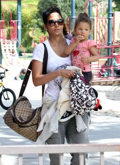 Diaper Bags of the Rich and Famous! Chic Moms are carring non-traditional baby bags.