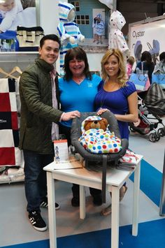 See, Morrck is loved by everyone, including celebs - here's Ray Quinn with Isobel from Morrck. Morrck are loved for their carseat and buggy accessories for babies and children. They are contemporary versions of footmuffs and cosy toes. Nail Effects, How To Make Notes, Cosy, Celebs, Celebrities, Car Seats, Children, Glow, Contemporary