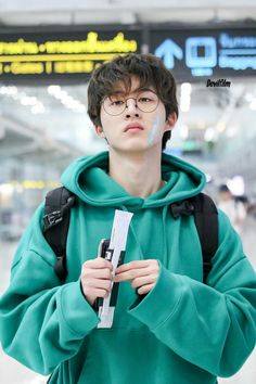 Hanbin otw to Thailand for Law of the Jungle