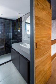 Loft,© Pedro Napolitano Prata Loft Studio, Bathtub, Master Bedrooms, Compact House, Sweet Home, Silver, Arquitetura, Mezzanine Floor, Ideas