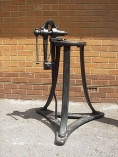 BLACKSMITHS-LEG-VICE-AND-STAND-HOLTZAPFFEL-CO-LONDON-ANTIQUE-COLLECTABLE