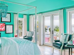 painting ceilings the same color now?!?! House of Turquoise: HGTV Dream Home 2016