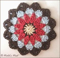 Natas Nest: Mandala Flower Coaster - Free Crochet pattern scroll down for English version Crochet Square Pattern, Crochet Mandala Pattern, Crochet Circles, Crochet Blocks, Crochet Flower Patterns, Crochet Art, Crochet Squares, Crochet Home, Crochet Crafts