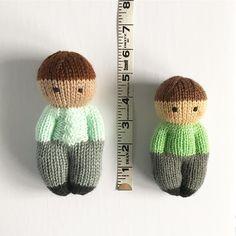 Izzy Buddy Boy Dolls – Knitting patterns, knitting designs, knitting for beginners. Wool Dolls, Knitted Dolls, Knitted Hats, Knitting Designs, Knitting Projects, Knitting Patterns, Knitting Tutorials, Knitting For Charity, Paintbox Yarn