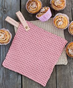 No photo description available. Diy Knitting Projects, Sewing Projects For Kids, Sewing For Kids, Loom Crochet, Crochet Potholders, Crochet Patterns, Diy And Crafts Sewing, Crafts For Girls, Craft Wedding