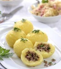 Gogosi de cartofi umplute cu carne tocata Romanian Food, Soul Food, Baby Food Recipes, Cantaloupe, Potato Salad, Food To Make, Food And Drink, Appetizers, Potatoes
