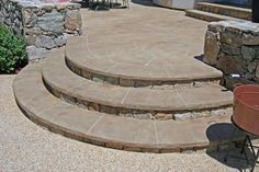 29 Ideas for curved concrete stairs patio steps Patio Steps, Brick Steps, Garden Steps, Stone Steps, Garden Paths, Concrete Walkway, Concrete Stairs, Diy Concrete, Slate Walkway