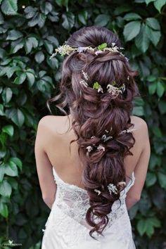 ¿Deseas saber cómo diferenciar entre los peinados de novia vintage, glam y boho y lucir radiante y fiel a un mismo estilo? Toma nota!