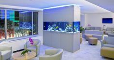 aquarium dans le salon de design moderne fait sur mesure