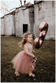 An Adorable Birthday Photoshoot with Mylar Balloons, Flower Crowns and Bubbles - Love Inc. MagLove Inc. Third Birthday Girl, 3 Year Old Birthday Party, Birthday Parties, Toddler Birthday Pictures, Birthday Photos, Kids Birthday Photography, Princess Photo, Girl Photo Shoots, Jolie Photo