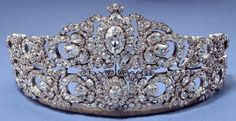 Tiara of Archduchess Maria Anna Princess Royal of Hungary and Bohemia. A lever behind the tiara can adjust the height, and it can also be taken apart to make a choker, bracelets, and pins. It was made in Vienna by Moritz Hübner in 1903.