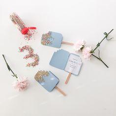 ❄️I C E ❄️ Elle fick lov att bjuda tre kompisar på ett litet 3års kalas och nu är inbjudningskorten redo att skickas ut ✉ Inspiration till dessa hittade jag hos @skrotochskruv #diy #inbjudningskort #frost #ice #icecream #snigelpost #blåtttema #ellesklingendiy