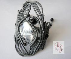 Bracelet manchette micro-macramé gris avec par laNoueusedAtours
