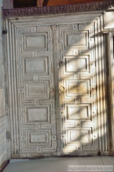 Located near the Empress Lodge in Hagia Sophia, the door of Heaven and Hell (Marble Door) is a door made of marble. The door used to separate the west. Byzantine Icons, Hagia Sophia, Heaven And Hell, Early Christian, Priest, Separate, Sheep, Architecture Design, Empire