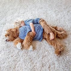 Compañeros inseparables: la tierna amistad entre un nene y su perro – AB Magazine