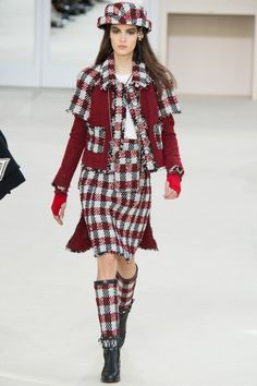 Chanel Fall 2016 Ready-to-Wear Fashion Show - Camille Hurel Fashion Week Paris, Fall Fashion 2016, Only Fashion, Runway Fashion, High Fashion, Fashion Show, Autumn Fashion, Fashion Design, Fashion Trends