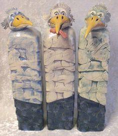 3 gekke vogels van keramiek. Een 3-luik    38 x 30 x 8 cm