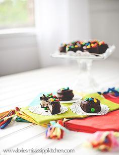 Cookie Dough Stuffed Oreos.  SERIOUSLY. via Mississippi Kitchen: