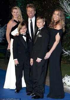 Beautiful family!!! Jon Bon Jovi married his high school sweetheart Dorothea Hurley in 1989. They have 4 children.