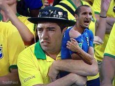 Giorgio Chiellini nagrodą dla Luisa Suareza za zwycięstwo w finale Ligi Mistrzów • Luis Suarez w sobotę zdobył swój Puchar • Zobacz >> #suarez #memes #football #soccer #sports #pilkanozna #funny