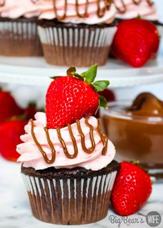 Strawberry Nutella Cupcakes -These homemade chocolate cupcakes are topped with a  fresh strawberry frosting, a drizzle of Nutella and a fresh summer strawberry! They're also stuffed with Nutella, so there is Nutella and Strawberry in every bite! Homemade Chocolate Cupcakes, Nutella Cupcakes, Chocolate Recipes, Strawberry Frosting Recipes, Cupcake Recipes, Dessert Recipes, No Bake Desserts, Delicious Desserts, Cheesecake
