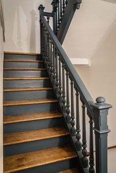 peinture cage d'escalier staircase design Explore The Best 24 Painted Stairs Ideas for Your New Home Painted Staircases, Painted Stair Risers, Black Painted Stairs, Casa Patio, Staircase Makeover, Staircase Remodel, Banisters, Railings, Stair Spindles