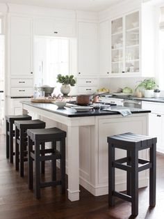 Black-and-White Kitchen Dark-walnut floors, green soapstone counters, and custom stools (painted Benjamin Moore's Phelps Black) bring weight to the kitchen's white cabinetry. Kitchen Stools, New Kitchen, Bar Stools, Island Stools, Island Bench, Kitchen Interior, Island Table, Kitchen Ideas, Design Kitchen