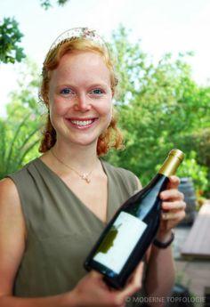 Aus Windesheim an der Nahe kommt die Deutschen Weinkoenigin 2013 / 2014 Nadine Poss.