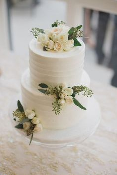 elegant greenery wedding cake