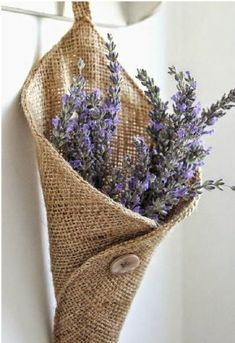 25 DIY Burlap Decor Projects Do you love the look of burlap decor? These breathtaking DIY burlap projects give a touch of rustic or farmhouse style to your home. Burlap Projects, Burlap Crafts, Fabric Crafts, Sewing Crafts, Diy And Crafts, Sewing Projects, Craft Projects, Burlap Decorations, Project Ideas
