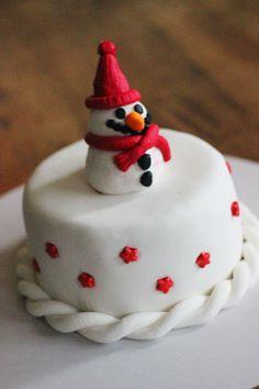 Hotly Spiced Snowman Cake | Recipe: http://hotlyspiced.com/snowman-cake/