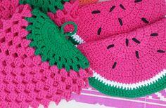 Agarradera frutal de corchet. Motivo frutilla o Sandía. Ponele onda y color a tu cocina! Crochet Potholders, Pot Holders, Crocheting, Blanket, Knitting, Log Projects, Beverage, Crochet Throw Pattern, Trapper Keeper