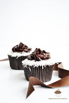 Cupcake de coco com chocolate