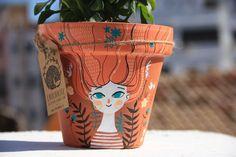 Painted Plant Pots, Painted Flower Pots, Painted Vases, Hand Painted, Flower Pot Design, Decorated Flower Pots, Pottery Painting Designs, Paper Mache Crafts, Jar Crafts