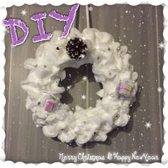 ❄ DIY #1 ❄ Couronne de Noël à faire soi même pour moins de 5€ Theme Noel, Burlap Wreath, Hanukkah, Christmas Wreaths, Holiday Decor, 20 Minutes, Home Decor, Youtube, Tatoo
