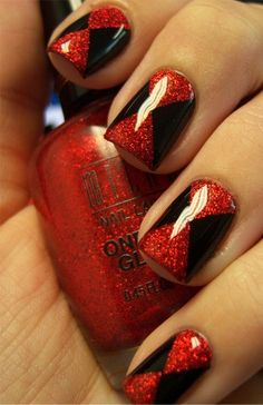 Gorgeous effect! Alice in Wonderland Queen of Hearts nails, black widow nails, casino nails Black Widow Nails, Black Nails, Red Nails, Hair And Nails, Chloe Nails, Manicure Y Pedicure, Manicure Ideas, Maquillage Halloween, Creative Nails