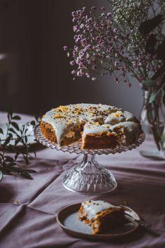Terveellisempi italialainen porkkanakakku (V, GF) – Viimeistä murua myöten Healthy Baking, Healthy Recipes, Yummy Recipes, Plant Based Diet, No Bake Desserts, Let Them Eat Cake, Baked Goods, Decorative Bowls, Bakery