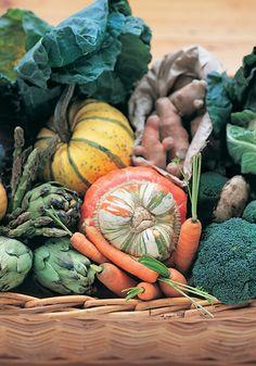 Ils sont à peine sortis de terre qu'ils sont déjà disponibles sur vos étals! Nos circuits courts d'approvisionnement vous garantissent des légumes d'une fraîcheur et d'une saveur incomparable. Pour les légumes exotiques, une sélection tout aussi contrôlée vous ravira chaque saison.