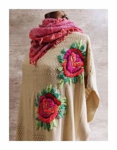 Poncho Sims Hand Embroidery Stitches, Embroidery Techniques, Ribbon Embroidery, Embroidery Patterns, Mexican Embroidery, Creative Embroidery, Crochet Jacket, Embroidered Clothes, Cardigan Pattern