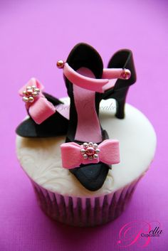 Bella Cupcakes:   a touch of bling