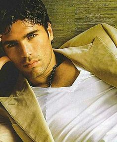 Eduardo Verastegui. (He looks like Uncle Jesse from Full House in dis picture O.O)