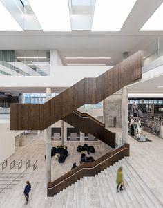 Mode im Pool - Bürogebäude von C. Møller in Aarhus - Arquitectura Diseno Aarhus, Stairs Architecture, Architecture Awards, Interior Architecture, Contemporary Architecture, Atrium Design, Interior Stairs, Staircase Design, Office Interiors