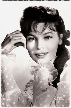 Leslie Caron - Gigi