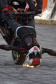 When dragging knee just isn't enough! | #CycleCrunch #stunts #motorcycle