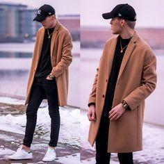 2016-03-15のファッションスナップ。着用アイテム・キーワードはキャップ, コート, スニーカー, チェスターコート, ニット・セーター, 黒パンツ,アディダス(adidas)etc. 理想の着こなし・コーディネートがきっとここに。| No:139155