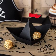 Pirate Birthday: everything for a child's birthday! Decoration Pirate, Pirate Party Decorations, Paper Decorations, Pirate Birthday, Pirate Theme, Party In A Box, Party Plates, Party Cups, Pirate Party Supplies