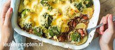 Hollandse ovenschotel met aardappelschijfjes, gehakt met pesto en broccoli met gegratineerde kaas