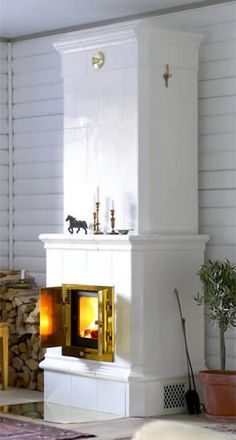 Cronspisen tiled stove – Herrgård Classic 201 tiled stoves - Home Decor Ideas! Swedish Style, Scandinavian Style, Annex Ideas, Modern Fence, Fireplace Surrounds, Miniature Furniture, Home And Garden, Living Room, Stoves