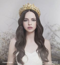 Pin on ♥️ Crown ąŋɖ Tiara ƸӜƷ ✿⊱╮ Tiaras And Crowns, Headdress, Character Inspiration, Design Inspiration, Wedding Hairstyles, Beautiful People, Hair Beauty, Bride, Wedding Dresses
