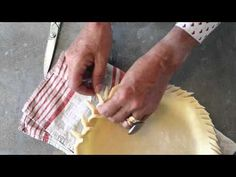 "20 Creative Pie Crimping Techniques in 120 Seconds! one of the 3 ""single focused"" videos nominated for IACP's annual awards! Libbie Summers, 20 Pie Crimping Techniques in 120 Seconds Baking Tips, Baking Recipes, Baking Hacks, Creative Pie Crust, Pie Recipes, Dessert Recipes, Pie Crust Designs, Perfect Pie Crust, Quiches"